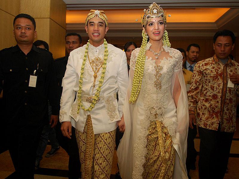 Jujur melihat pernikahan nan mewah, megah dan dihadiri banyak tamu