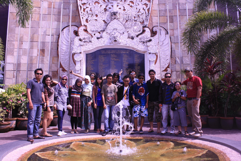 , Tertegun di Monumen Bom Bali Legian, Jurnal Suzannita